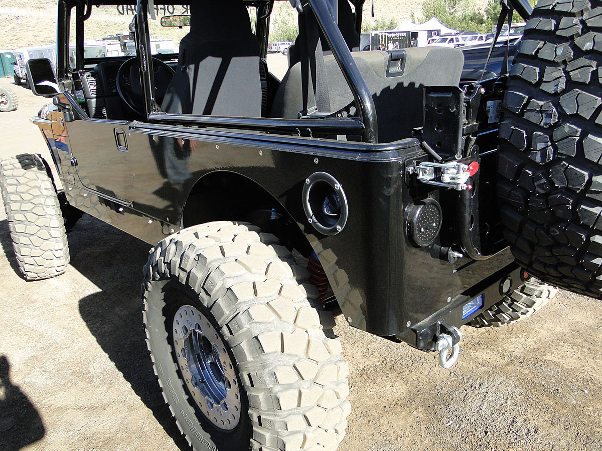 Rear view of the GenRight Stretch Corner Guard on Jeep JL