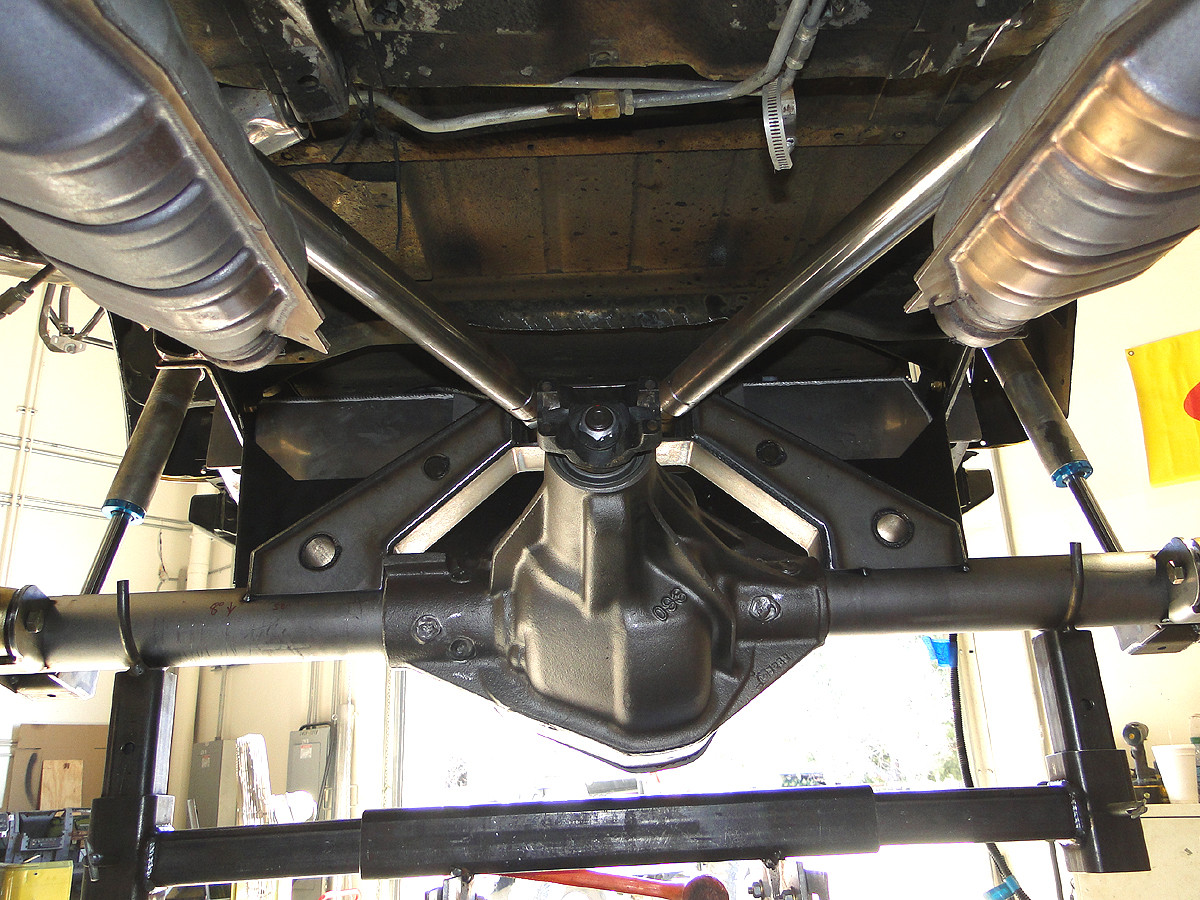 Dana 60 Rear Axle Bridge, with upper links.