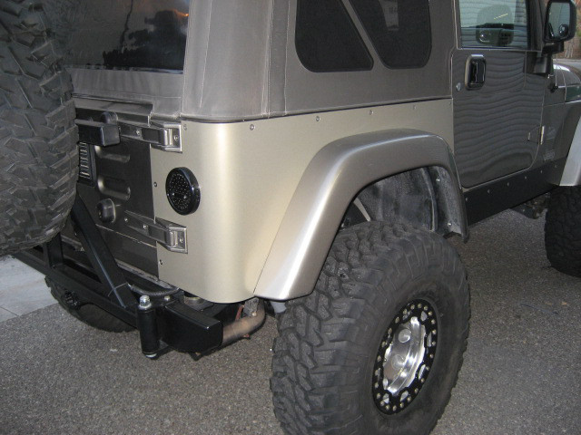 Painted aluminum corner guards on standard wheelbase TJ with factory flares