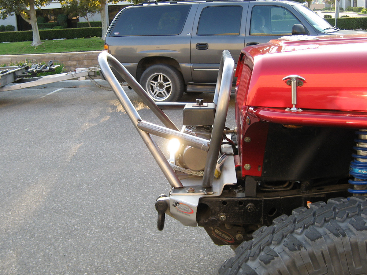GenRight's Jeep YJ Boulder/Grill Guard Front Bumper, sideview