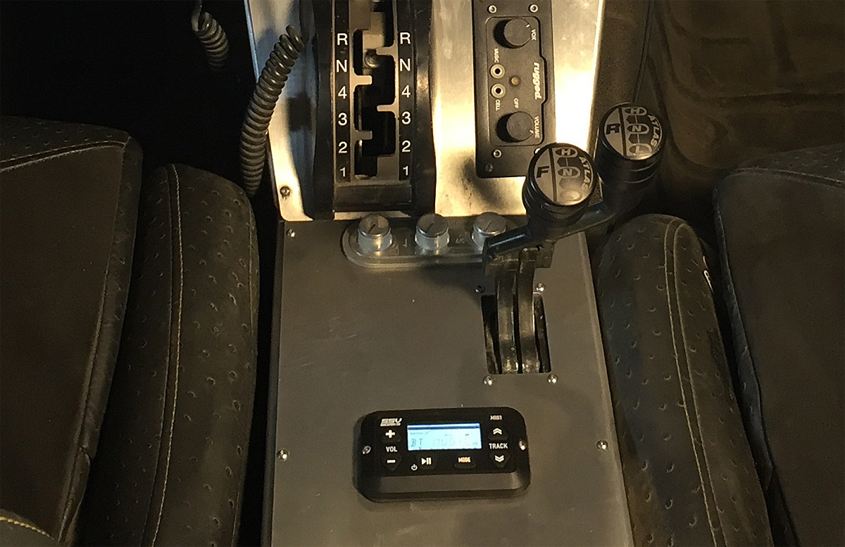 The display can be surface mounted almost anywhere, center console of Terremoto