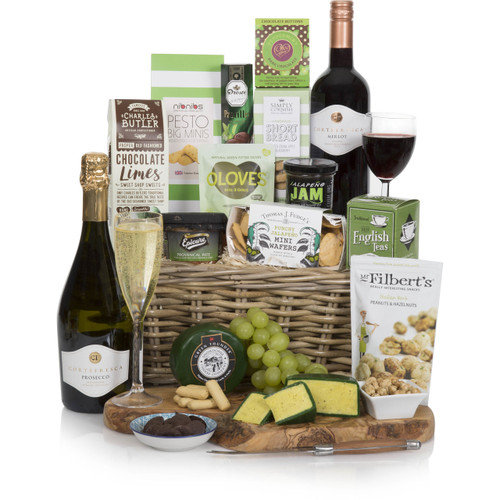 Send a Classic Christmas Gourmet gift to the UK