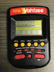 1995 Milton Bradley Yahtzee Hand Held Game Black Handheld LLR443 - EE739006