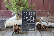Fresh balsam, brilliant greens and soft cedar meld with crisp evergreens and touches of red apple.
