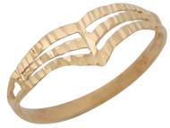 Anillo Lindo Diamantado Con Diseno En Estilo V Moderno Con Aro Partido En Oro (OM#10409)