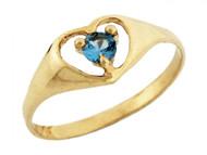 Anillo De Bebe Corazon Y Piedra Natal Diciembre Circon Azul Simulado En Oro (OM#3284)