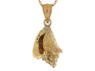 Colgante Pequeno En Disenno De Concha De Mar Clasica En Oro Amarillo De (OM#10755)