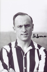 Ivor Broadis - Newcastle United. Great value signed photograph of Ivor Broadis during his Newcastle United days