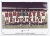 Frank McLintock - Arsenal 1971. Superb team picture of Arsenal, winners of the League & FA Cup, captained by Frank McLintock.