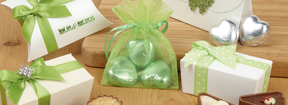 green-or-yellow-wedding-favours.jpg