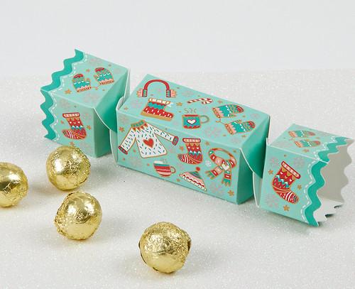 5576 Hats & Scarves Mini Cracker with milk chocolates