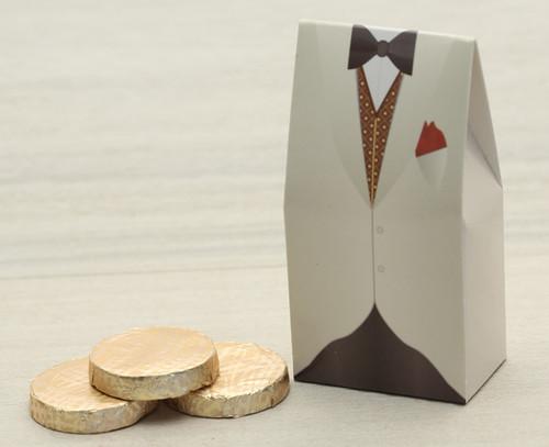 Ivory Tuxedo Box with plain chocolate mint crisps Code 2419
