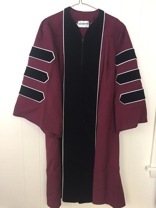 UMASS AMHERST Standard Doctor Gown