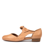 ESETE Flats in Tan Leather
