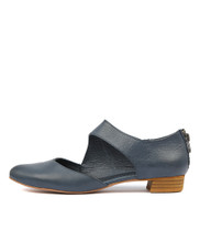 EARHART Flats in Navy Leather
