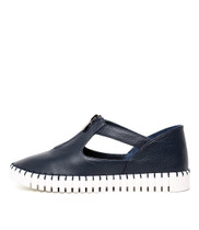 HUNTING Flats in Navy Leather