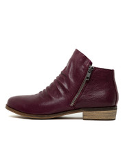 SPLIT Ankle Boots in Purple Leather