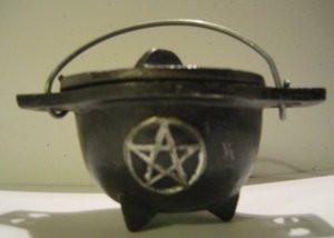 Cast Iron Mini Cauldron with Pentacle and Lid