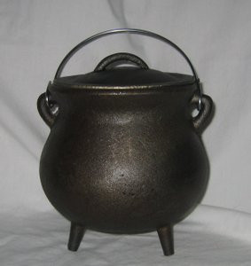 "7"" Traditional Cast Iron Cauldron w/Lid"