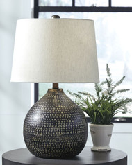 Ashley Maire Black/Gold Finish Metal Table Lamp (1/CN)