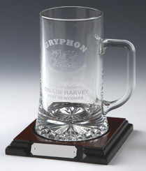 1pt Glass Stern Tankard on Wood Base