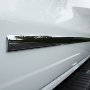 UpgradeYourAuto | Side Molding and Rocker Panels | 15-17 Chevrolet Silverado HD | CMT0166