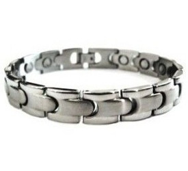 Shiny Effects -  Silver-Plated  Magnetic  Bracelet