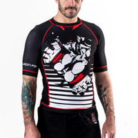 Fusion FG Street Fighter Ryu Rashguard - Short Sleeve now available at www.thejiujitsushop.com Relive 1987 with a hadoken to your opponent.  Officially licensed gear with Ryu's signature moves in black, white and red.   Enjoy Free Shipping today from The Jiu Jitsu Shop