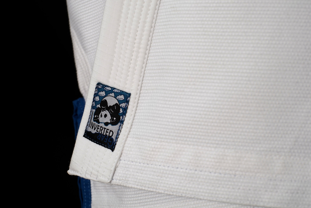 Inverted Gear White Light Pearl Weave Gi - The Jiu Jitsu Shop @ www.thejiujitsushop.com   Zoom in on lapel tip of gi