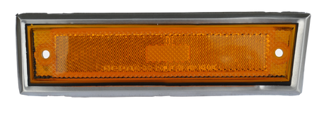 This passengers side front sidemarker with trim fits 1973-1987 Chevrolet and GMC pickup trucks, and 1973-91 Chevrolet Blazers and Suburbans.