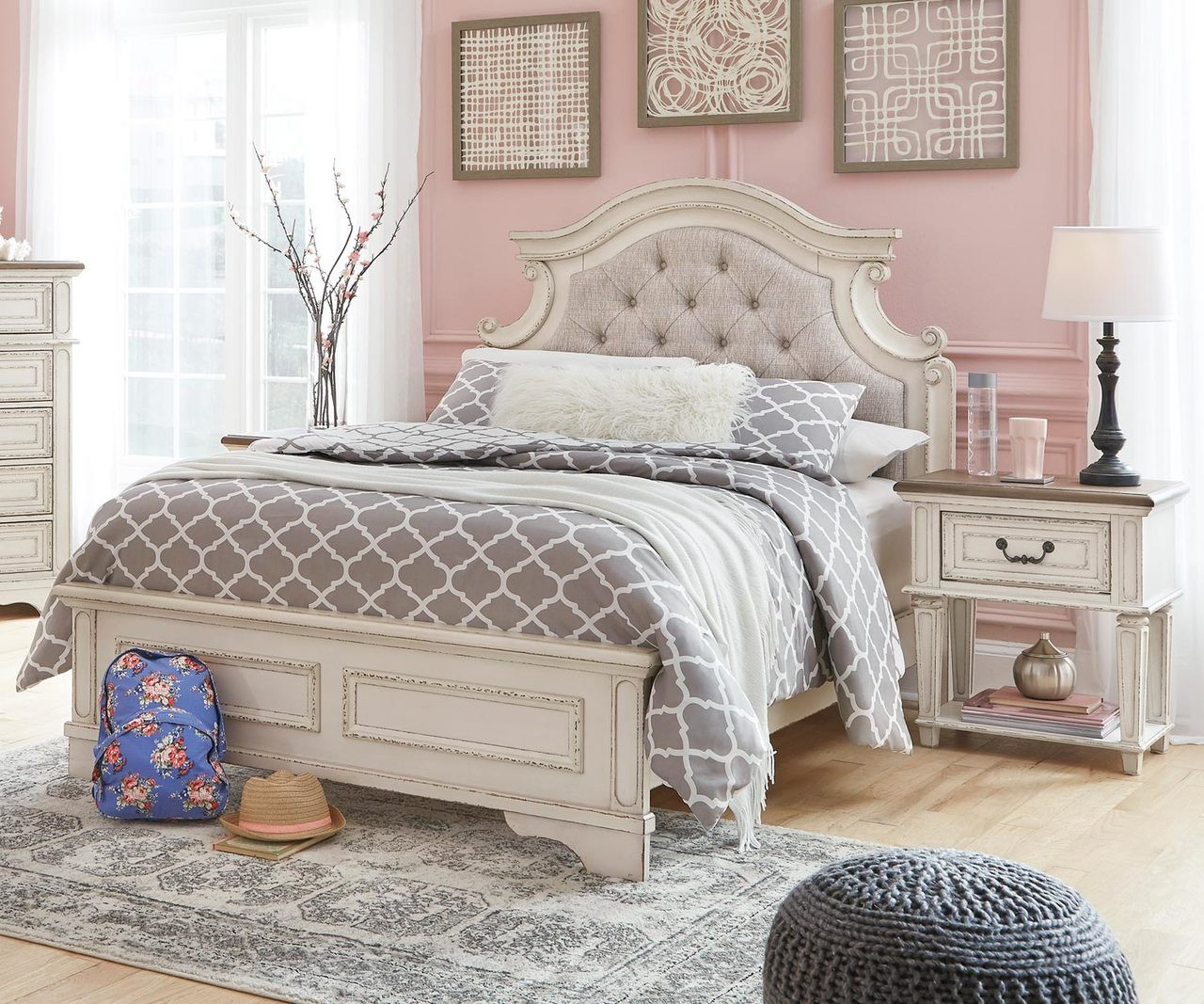Realyn Full Size Upholstered Panel Bed B743