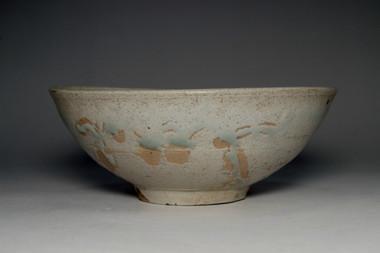sale: Vintage Japanese Glazed Pottery Bowl in Tokoname Ware