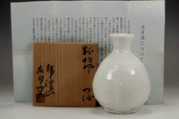 sale: Arakawa Toyozo Suigetsugama kiln white flower vase