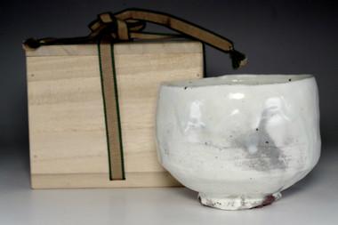 sale: 1962's Arakawa Toyozo Suigetsu-kiln kohiki tea bowl
