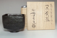 sale: Kuro raku chawan Mukiguri / Black Japanese matcha tea bowl by Shoraku