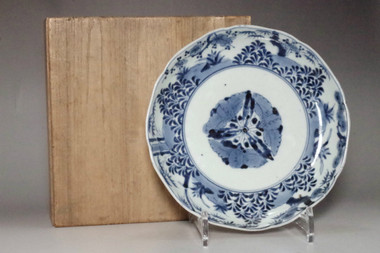 sale: Old Imari - Antique Japanese Blue and White Porcelain Plate in Edo