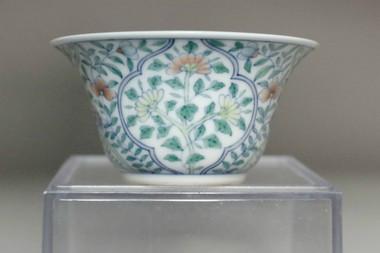 sale: Chinese doucai porcelain cup w Qianlong mark