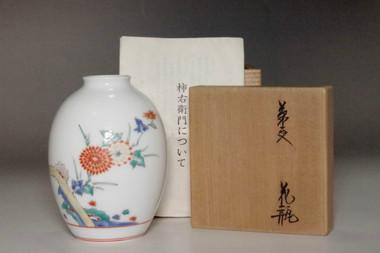 sale: 13th Sakaida Kamiemon (1906-1982) Vintage porcelain bud vase