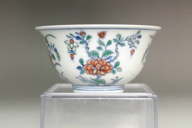 sale: Chinese doucai porcelain tea cup w Yongzheng mark