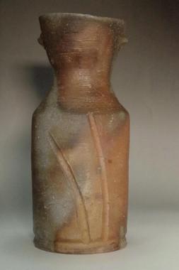 sale: Fujiwara Yu (1932-2001) bizen pottery flower vase