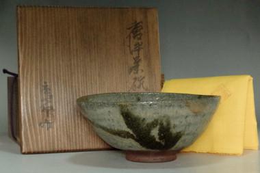 sale: Kato Tokuro (1896-1985) Vintage Japanese tea bowl in Karatsu ware