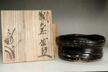 sale: Kato Usuke (1915-1981) Vintage Seto-guro tea bowl