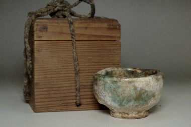 sale: 18c Antique Japanese pottery cup in Oribe ware