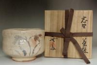 sale: Kato Tokuro (1896-1985) Vintage pottery tea bowl in shino ware