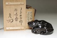 sale: 3rd Raku Donyu (Nonko) (1599-1656) Antique kura-raku incense case