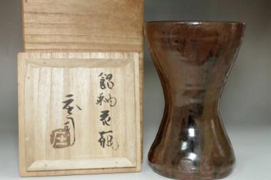 sale: Hamada Shoji (1894-1978) Vintage pottery flower vase in Mahiko ware