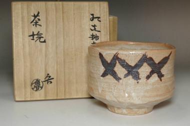 sale: Kitaoji Rosanjin (1883-1959) Vintage pottery tea bowl in shino ware