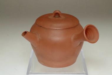sale: Antique vermilion stoneware tea pot by Yamada Jozan