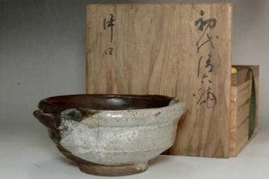 sale: Kiyomizu Rokubei (1738-1799) Antique pottery pitcher