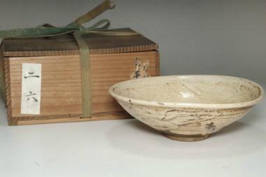 sale: Kato Shuntai (1802-1877) Antique shino ware tea bowl